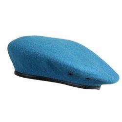 Берет форменный бесшовный голубой.